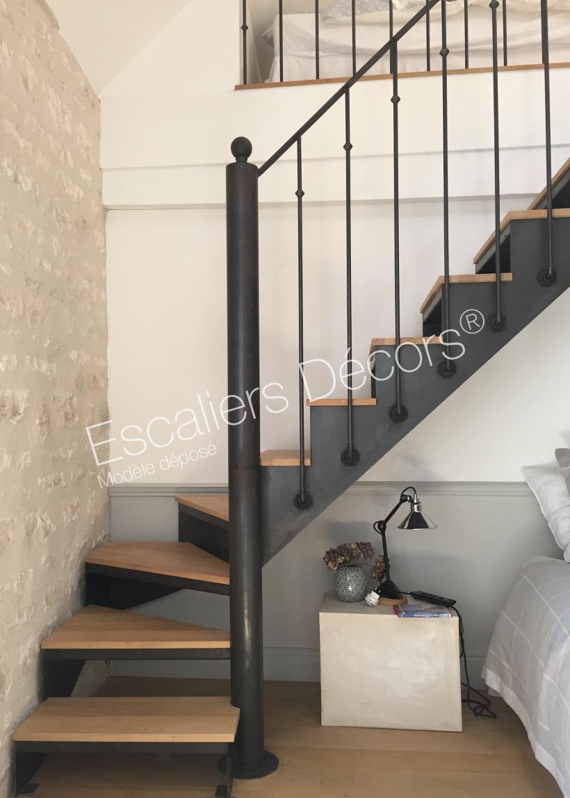 escalier quart tournant sans contremarche. Black Bedroom Furniture Sets. Home Design Ideas