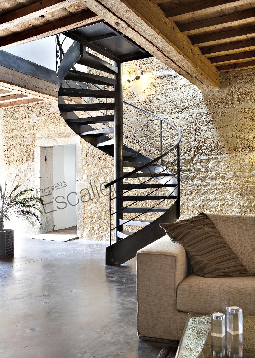 https://www.ed-ei.fr/files/2018-03/sh27-escalier-decors-escalier-standard-helicoidal-acier-design-interieur-contemporain-02.jpg