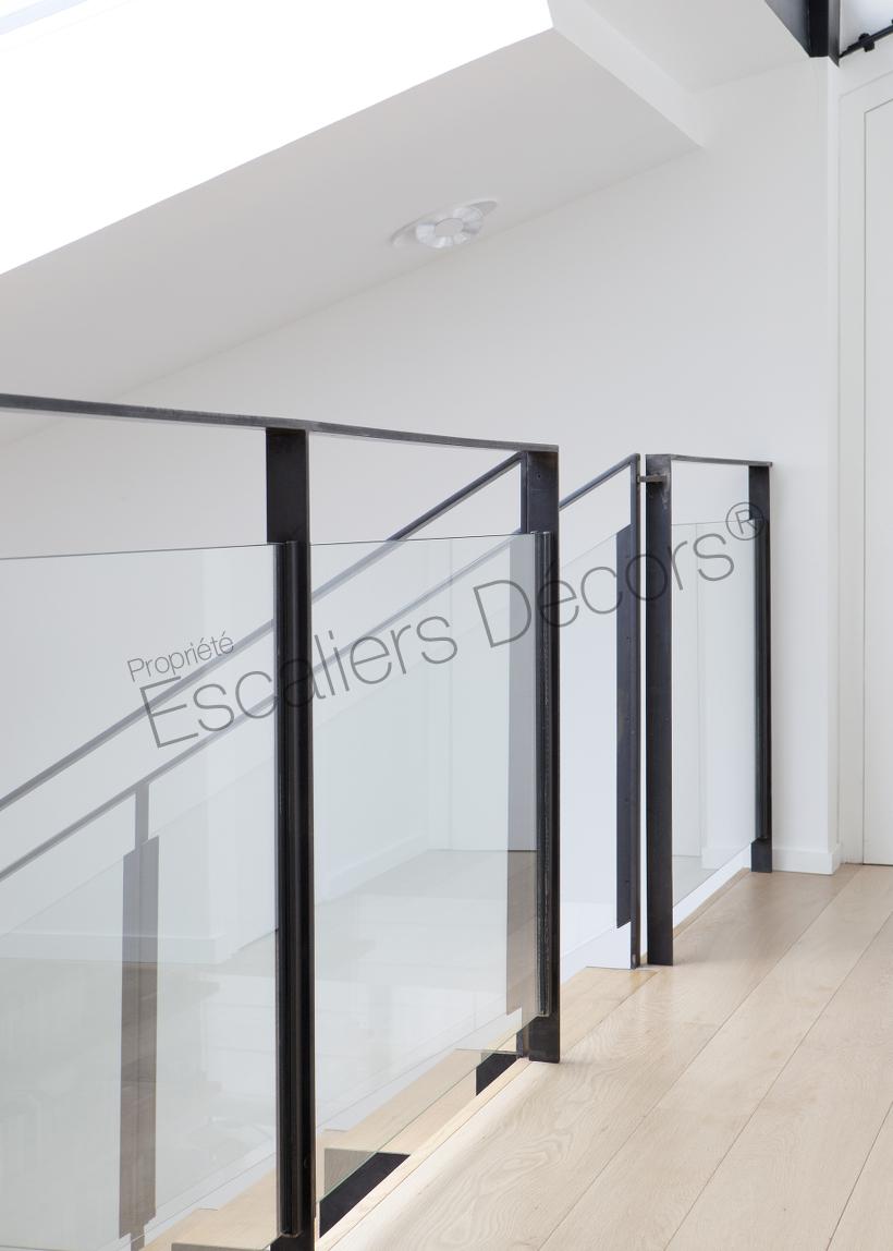 Photo DT127 - Garde-corps d\'intérieur design en métal et verre pour ...