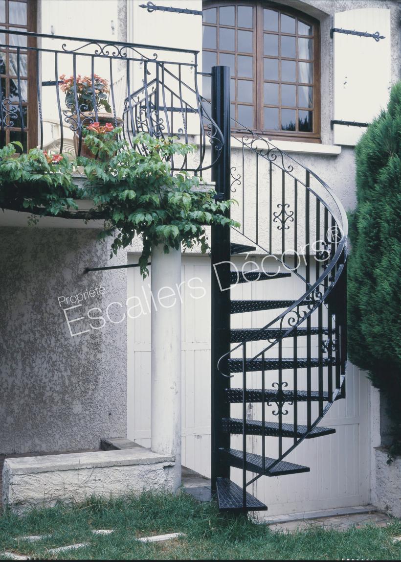 Escalier Dans Maison Ancienne photo dh13 - spir'dÉco® larmé. escalier hélicoïdal extérieur