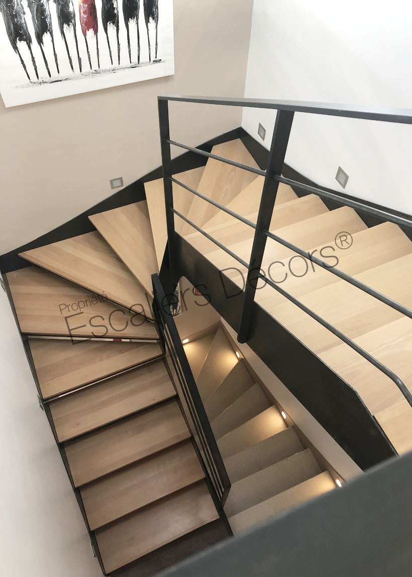Photo DT132   ESCAu0027DROIT® 2/4 Tournants. Escalier Du0027intérieur En Acier Et  Bois, Au Design Sobre Et Moderne. Marches Balancées Type Caisson Et  Plateaux Bois ...