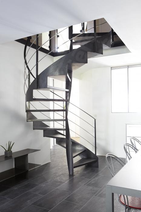 escalier spirale sur flamme centrale escaliers d cors. Black Bedroom Furniture Sets. Home Design Ideas