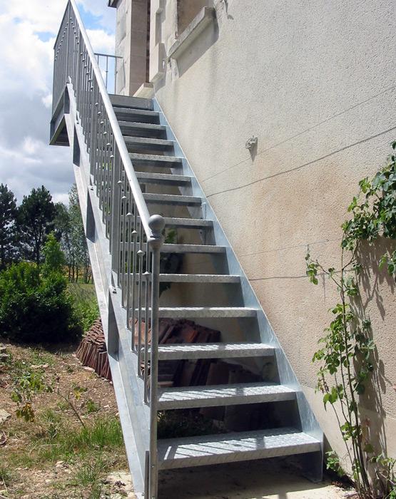escalier droit en acier escaliers d cors. Black Bedroom Furniture Sets. Home Design Ideas