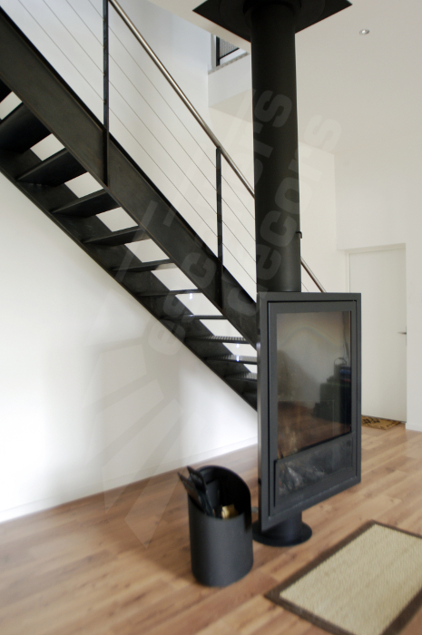 escalier droit en acier escaliers d cors. Black Bedroom Furniture Sets. Home Design Ideas