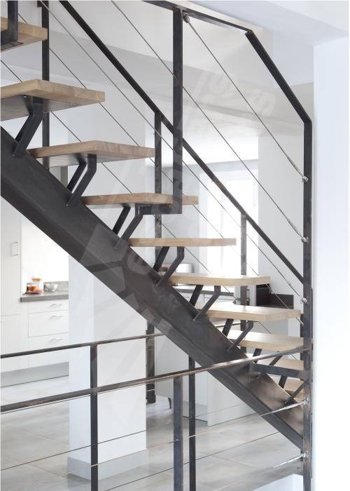 Escalier droit en acier escaliers d cors for Kit renovation escalier leroy merlin