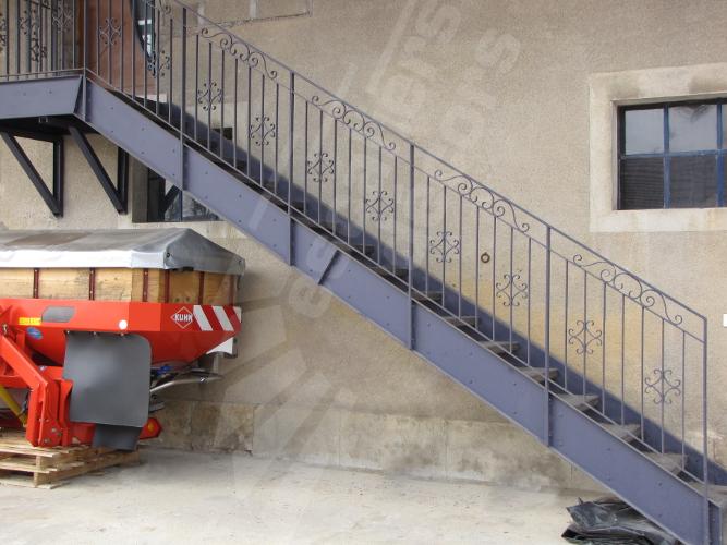escalier droit escaliers d cors. Black Bedroom Furniture Sets. Home Design Ideas