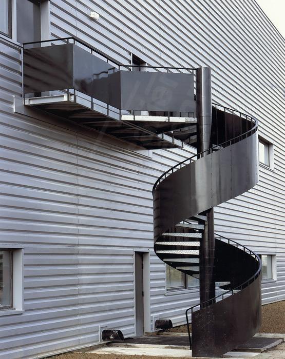 escalier de secours escaliers d cors. Black Bedroom Furniture Sets. Home Design Ideas