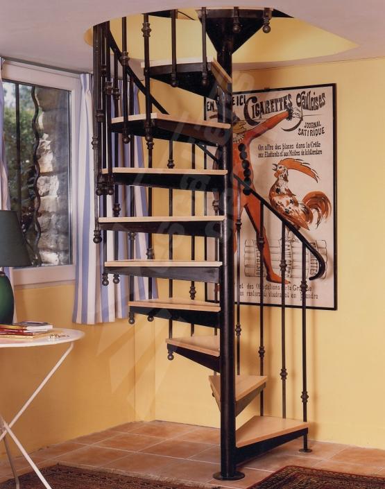 photo sh4 gamme initiale spirdco classique escalier dintrieur semi standard en mtal et bois pour une dcoration classique ou rtro