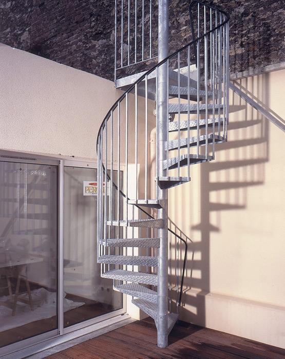 escalier exterieur design helicoidal colimacon en acier galvanise metal