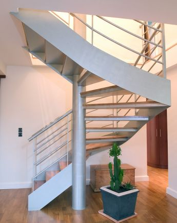 Photo DT70 - SPIR'DÉCO® D'Angle Mixte Droit formant un escalier 2/4 tournants contemporain.