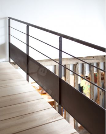 Photo DH55 - Garde-corps acier au design contemporain en protection vide passerelle. Vue 2