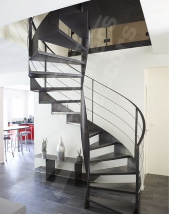 escalier spirale sur flamme centrale escaliers d cors. Black Bedroom Furniture Sets. Home Design Ideas